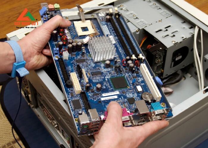 Học sửa chữa điện tử tại trường Dạy nghề số 1