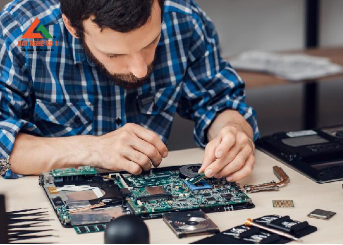 Học sửa chữa máy vi tính tại trường Dạy nghề số 1