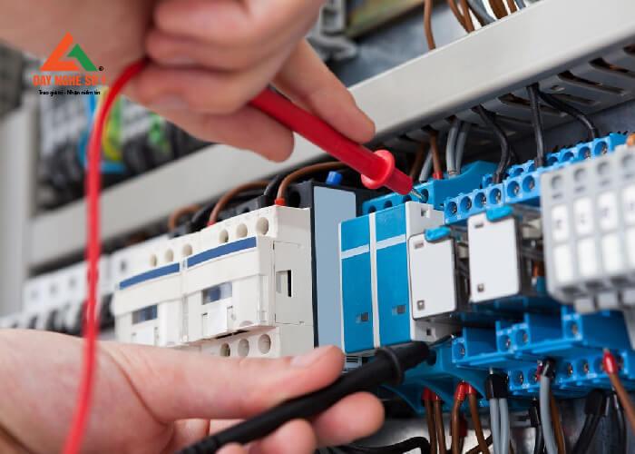Khóa học sửa chữa điện công nghiệp tại trường Dạy nghề số 1