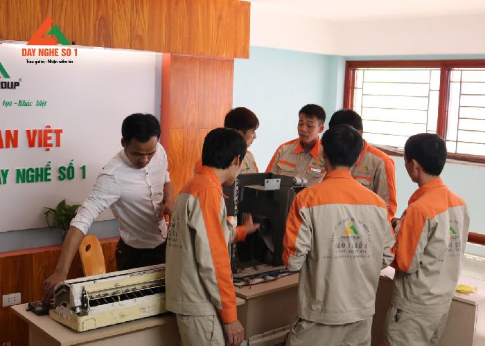 Dạy nghề sửa chữa điện lạnh ở Trường Dạy nghề số 1